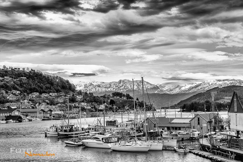 Fotonomaden-Norwegen-Schwarzweiß-Hafen