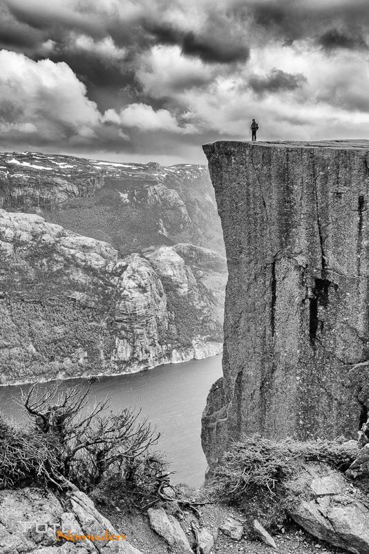 Fotonomaden-Norwegen-Schwarzweiß-Preikestolen