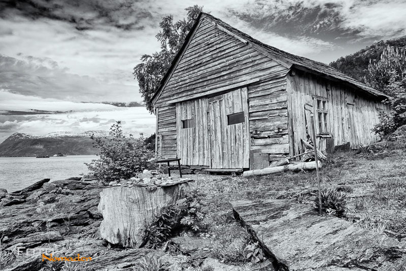 Fotonomaden-Norwegen-Schwarzweiß-Hütte