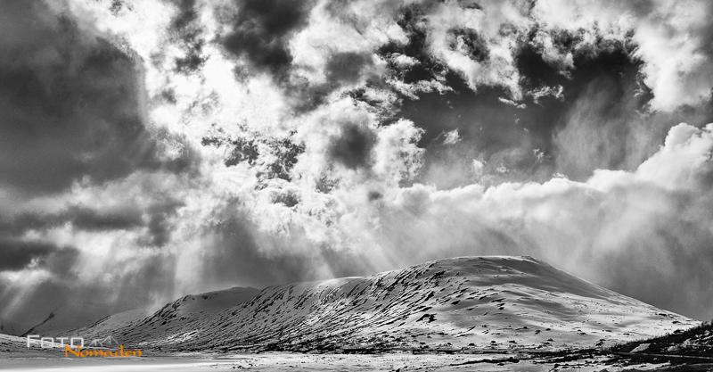 Fotonomaden-Norwegen-Schwarzweiß-Schneelandschaft