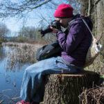 Teilnehmerin des Fotoworkshops der Fotonomaden in Zwettl beim Fotografieren