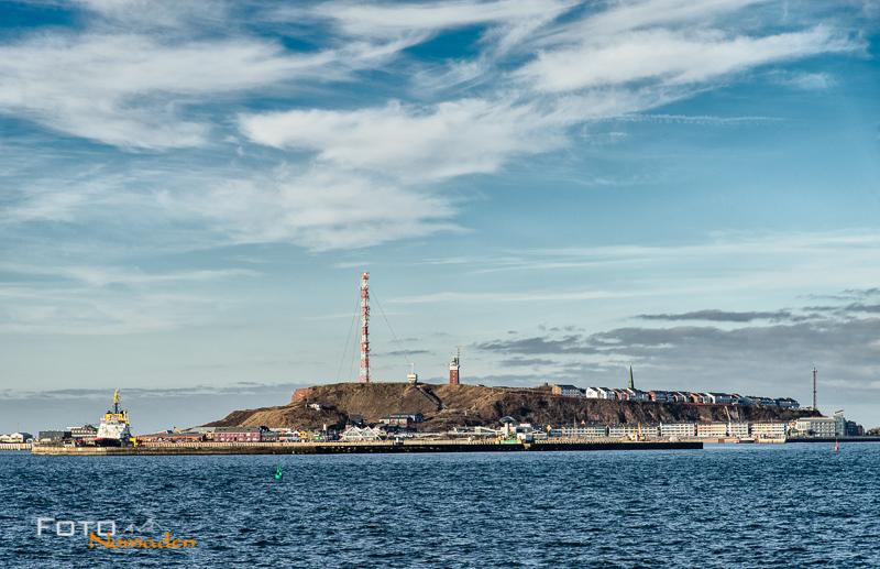 Blick auf die Insel Helgoland vom Meer aus