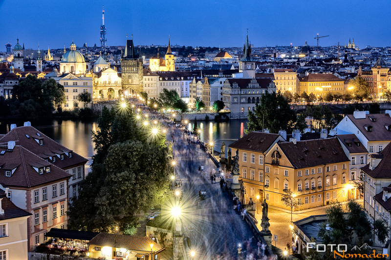 Städte fotografieren: Nachtaufnahme von Prag - Fotonomaden