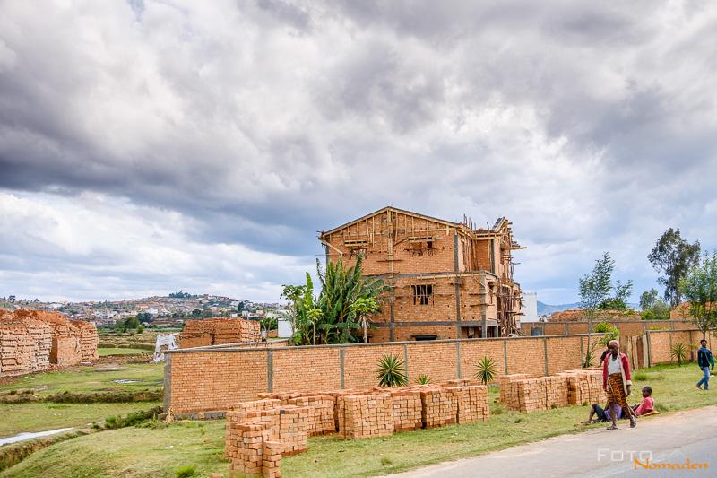 Fotonomaden Madagaskar Fotoreise Hausbau