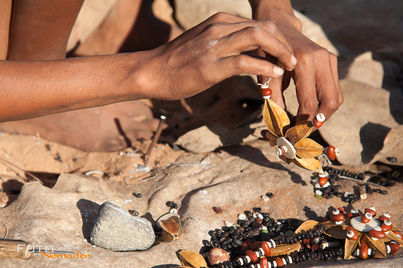 Namibia Rundreise Fotonomaden San Schmuck
