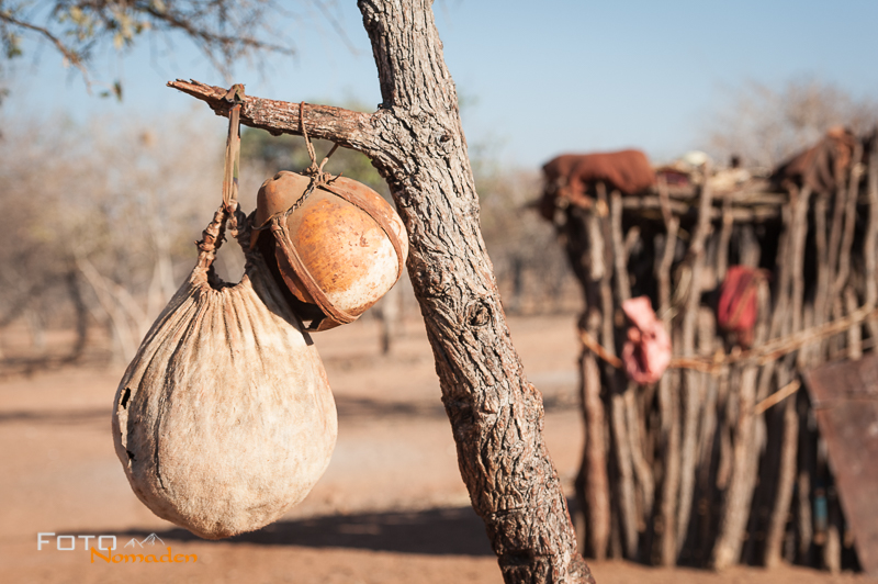 Namibia Rundreise Fotonomaden Himba Kalebassen