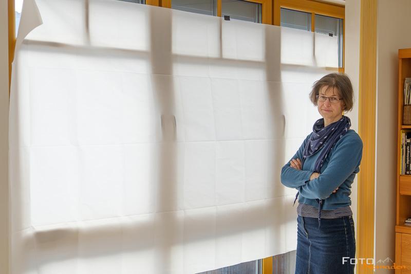 Diffusor-Stoff am Fenster montiert