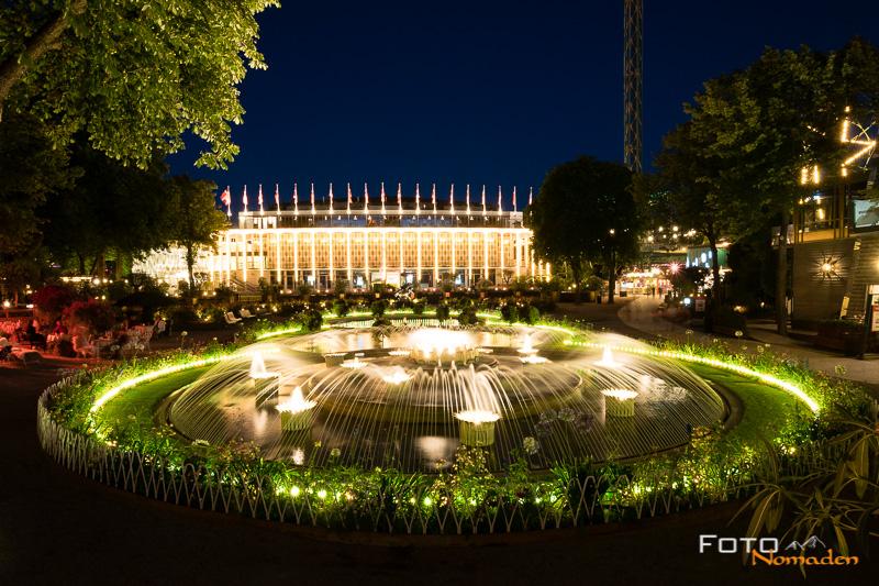 Städtereise Kopenhagen Tivoli bei Nacht beleuchtet