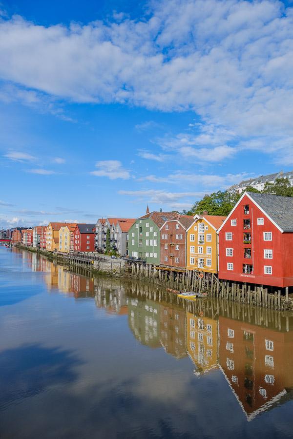 Bunte Speicherhäuser in Bryggene - Trondheim/Norwegen Fotonomaden.com