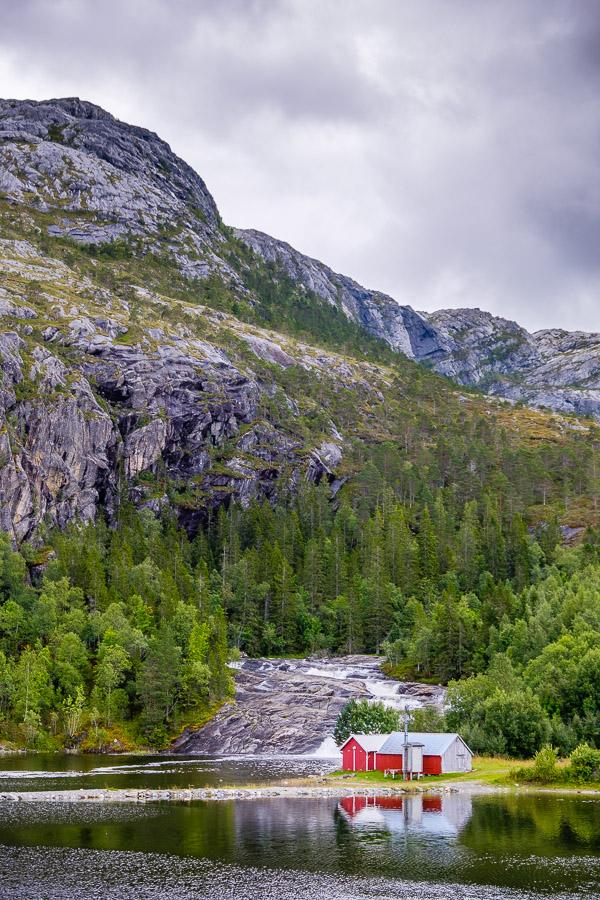 Klassiker: Schroffe Berge & rote Hütten - Norwegen Fotonomaden.com