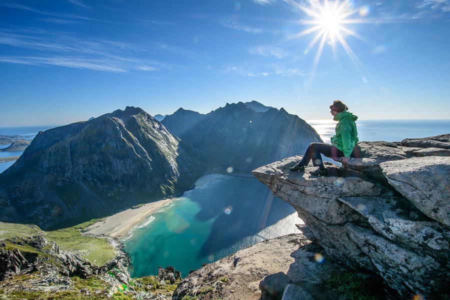 Ausblick auf die Kvalvika Bucht - Lofoten/ Norwegen Fotonomaden.com