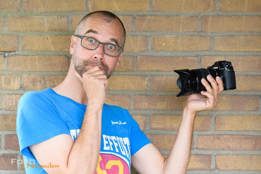 Welcher Kameratyp ist der Richtige? Markus mit einer Systemkamera