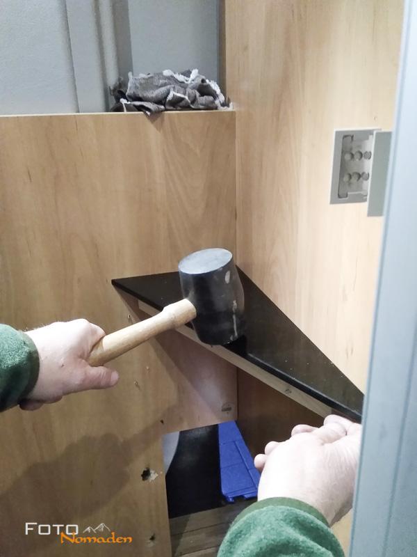 Einsatz des Gummi Hammers