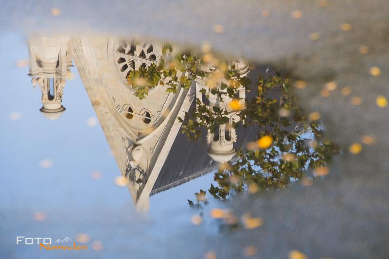 Paris Fotospot St. Eustache Kirche: Spiegelung in Pfütze