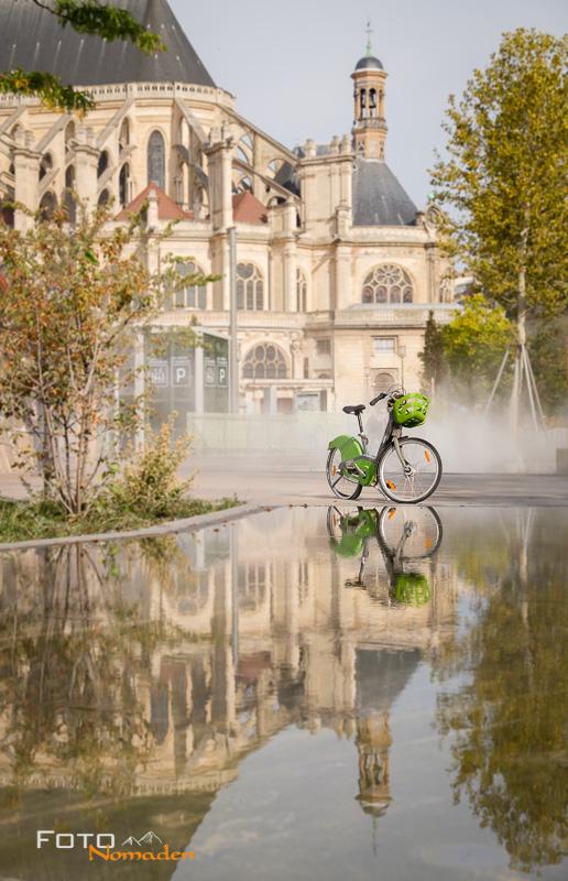 Paris Fotospot Jardin Nelson Mandela: Èglise Saint Eustache mit Spiegelung und Rad