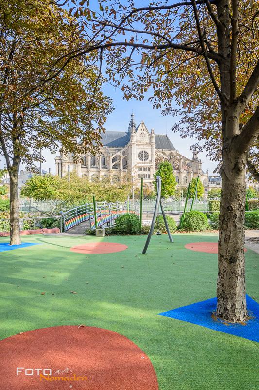 Paris Fotospot Jardin Nelson Mandela: Blick vom Spielplatz auf die Kirche Saint Eustache