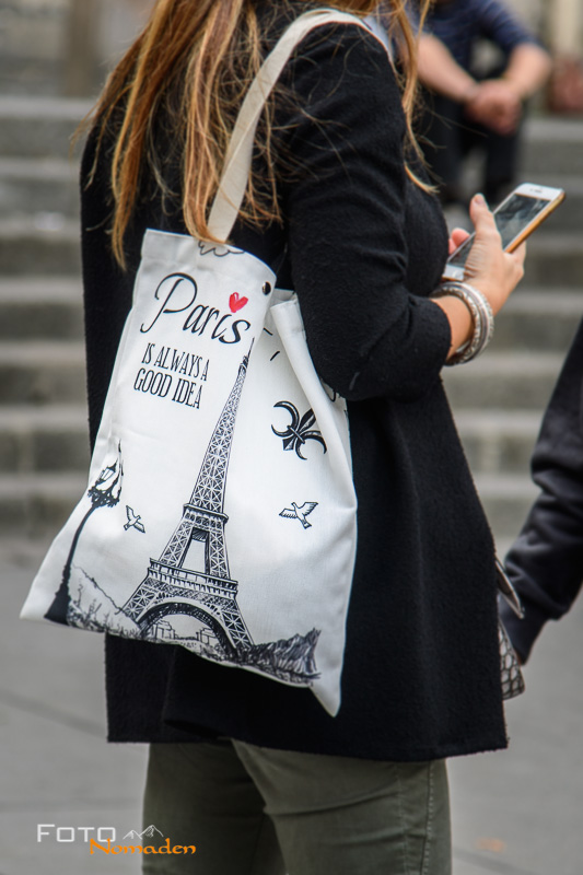 "Paris: Touristin mit Tasche ""Paris is always a good idea"""