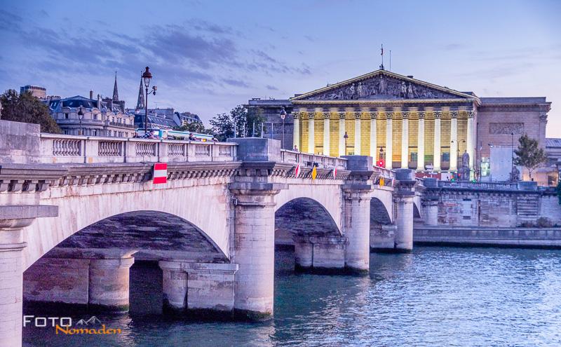 Paris Fotospot: Palais Bourbon und Pont de la Concorde im Abendlicht