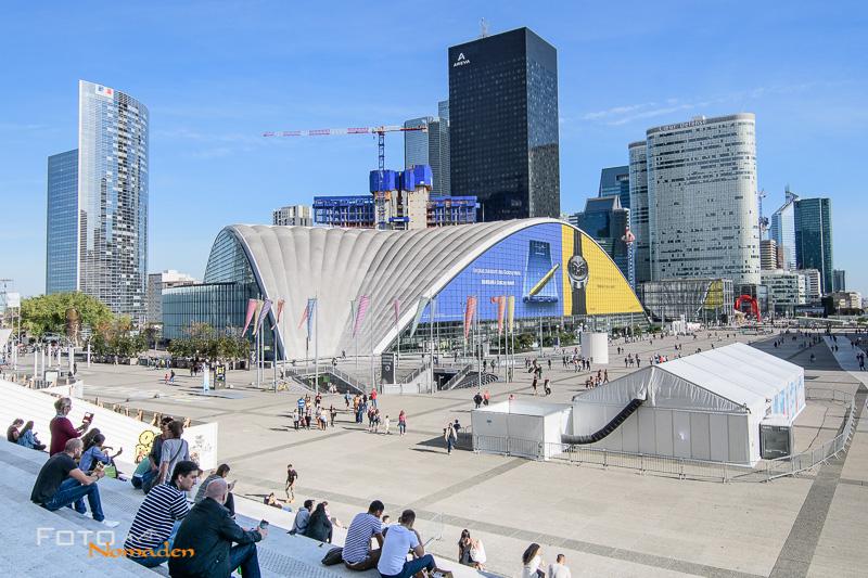 Modernde Architektur im Stadtviertel La Défense in Paris