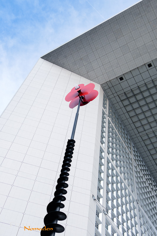Fotospot Paris: La Grand Arche mit Skulptur in La Défense