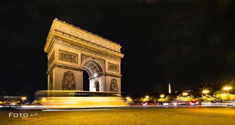 Fotospot: Arc de Triomphe de l'Ètoile in Paris, Nachtaufnahme mit Langzeitbelichtung
