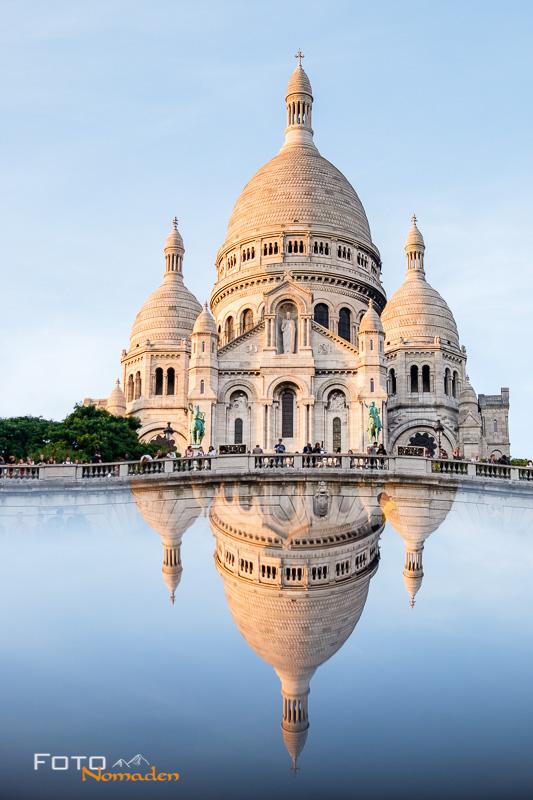Fotospot Paris: Die Basilika des Sacré-Cœur de Montmartre mit Spiegelung