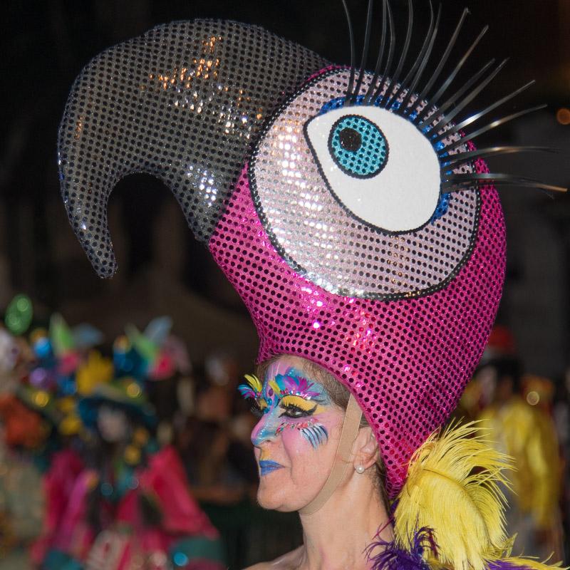 Eventfotografie Karnevalsteilnehmerin auf Gran Canaria angeblitzt - Fotonomaden