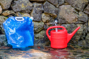 Frischwasser im Wohnmobil mit Gießkanne und Wassersack