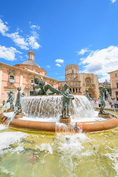 Turia Brunnen Plaza de la Virgen Valencia Sehenswürdigkeiten
