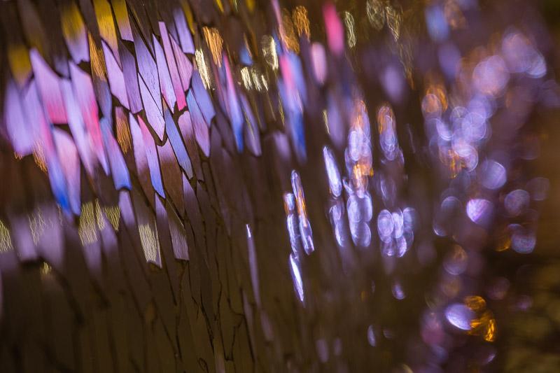 Spiegelung im Mosaik der Sitzbänke Ciutat de les Arts i les Ciènces Valencia Sehenswürdigkeiten