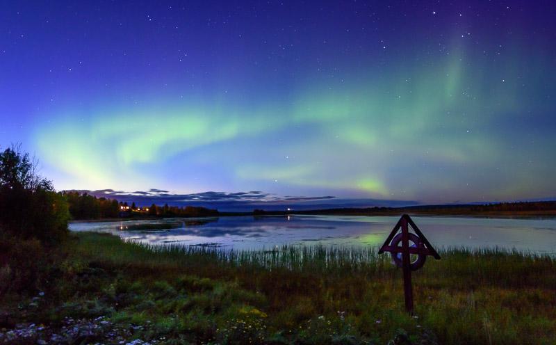 Nordlichter am See in Finnland
