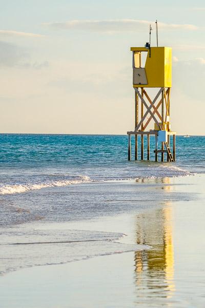 Tipps für tolle Strandbilder: Spiegelung von Wachturm