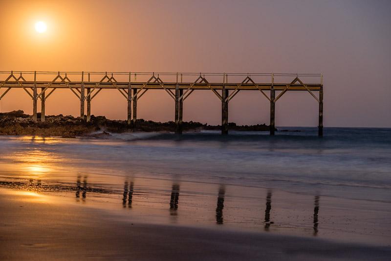 Strandbild Sonnenuntergang mit Steg Fotonomaden