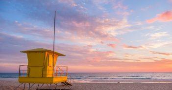 Strandfototipps von den Fotonomaden - Hütte zu Sonnenaufgang