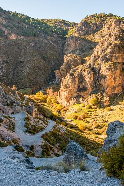 Berge auf der Ruta de los Cahorros in Andalusien
