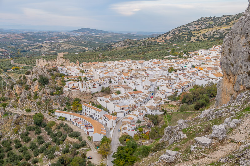 Blick auf Zuheros in Andalusien