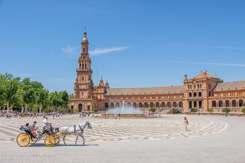 Plaza de España in Sevilla Andalusien mit Pferdekutsche
