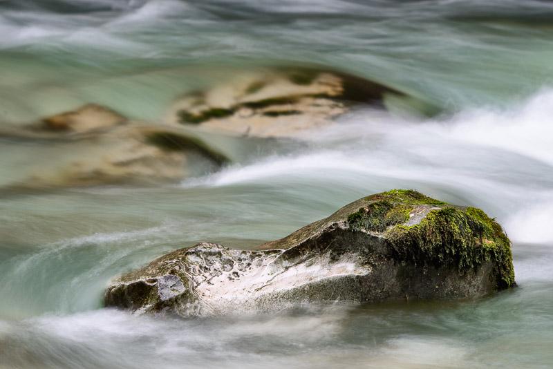 Nationalpark Kalkalpen, Langzeitbelichtung Stein im Wasser