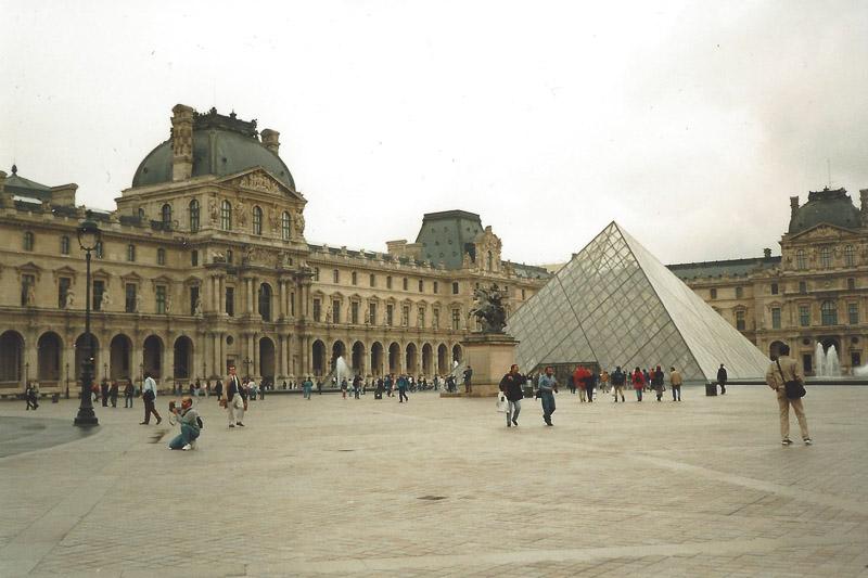 Louvre mit Automatik fotografiert