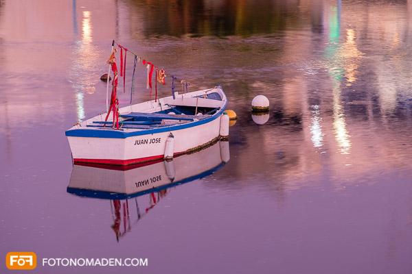 Holzboot mit Spiegelung, 1. Versuch