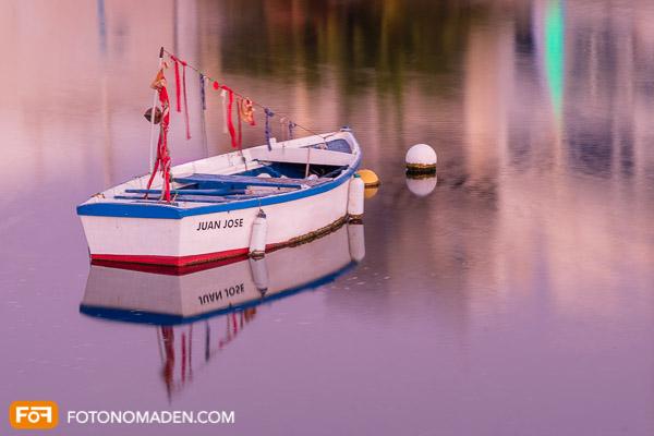 Holzboot mit Spiegelung 2. Versuch