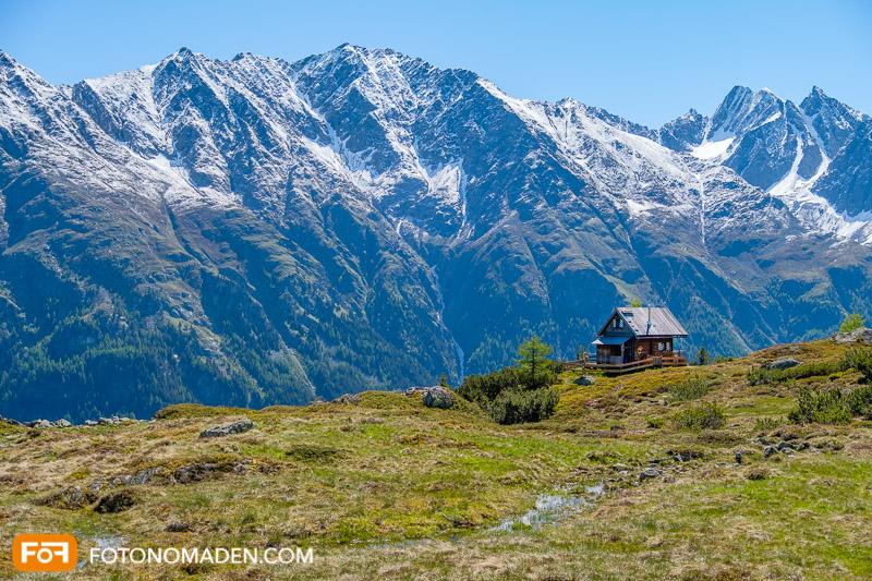 Bildgestaltung im manuellen Modus: Berglandschaft mit Hütte