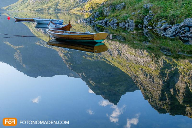 Bergfotografie - Bergspiegelung mit Booten