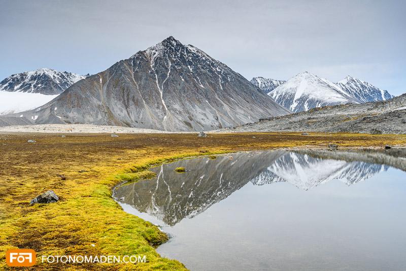 Bergfotografie - Berg mit Spiegelung in Spitzbergen