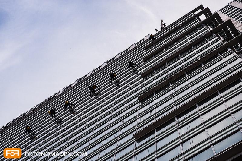 Städtefotografie Warschau Blick nach oben auf moderne Hausfassade