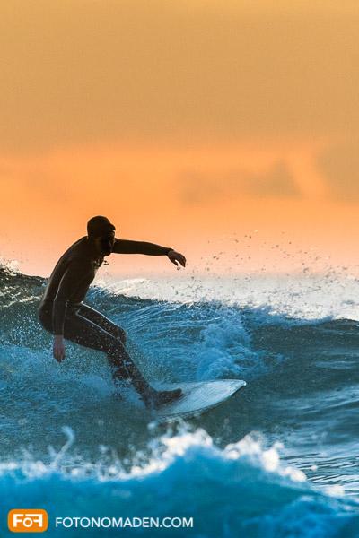 Bildgestaltung im manuellen Modus: Surfer im Abendlicht