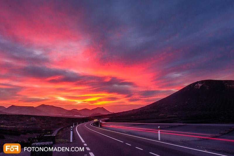 Bildgestaltung im manuellen Modus: Auto-Lichtspuren bei Nachtaufnahme