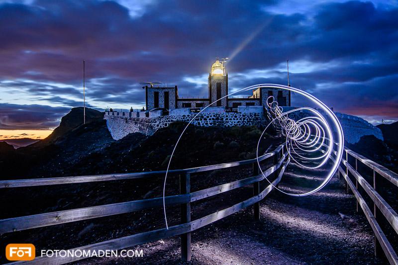 Bildgestaltung im manuellen Modus: Malen mit Licht - Nachtaufnahme Leuchtturm