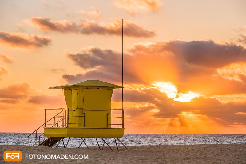 Strandhütte bei Sonnenaufgang