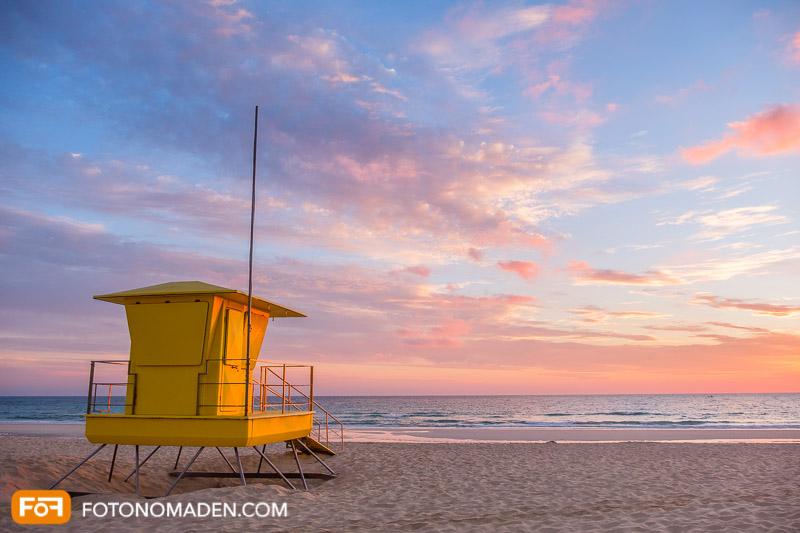 Strandhütte im Abendlicht